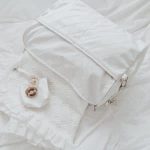 תיק החתלה לבן מעויינים
